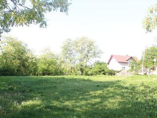 10 kilometri de Chisinau 13,5 sote lot pentru casa (asvalt,lumina,gaz)