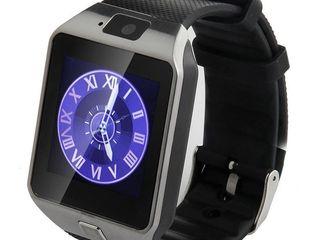Смарт-часы-телефон со своей SIM картой и Bluetooth. Встроенные фотокамера, микрофон и динамик.