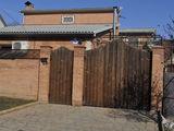 Продаётся или меняется на Кишинев, двухэтажный дом в центре Тирасполя. 125 000 $
