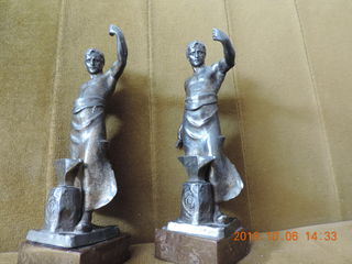 Продам Старинные две металлические статуэтки 1919 года  Стеклянный соусник 1912 год   Чеканное панно