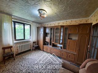 De vînzare cameră în cămin, 17 m.p, de mijloc, etajul 4 din 5, mobilat, amplasare foarte reușită.
