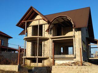 Vânzare casă, 2 nivele + mansardă, subsol,  270 mp, teren 7 ari, Budești, vis-a-vis de Premium Park!