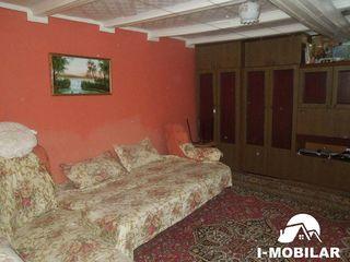 Ialoveni,casa cu un nivel,16 ari de pamint. Pret 24500 euro.