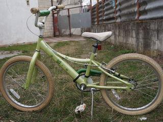 vind bicicleta pt fetita 6-10 ani