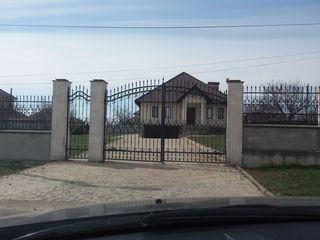 Vând  casa Cruzesti