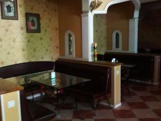 Cafeneaua  Covicrin  .Terasă  la  aer  liber  cu  comodități