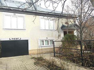 Casă cu 2 nivele în Cruzești, sect. Ciocana, 151 mp, 80000 € !