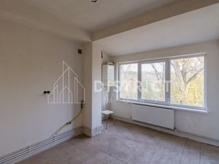 Apartament cu 4 odăi, 130 m2, de tip mansardă în două nivele, str. Braniștii, sectorul Râșcani