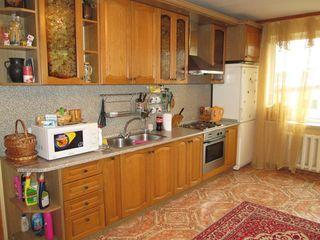Московский возле Фуршета ! 100 м2 5-ти комнатная  5/12 этаж , 65900 евро !