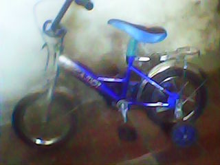 Se vinde bicicleta 500 lei / motocicleta 250lei An stare buna sunt ambele copii pana la 5 ani.