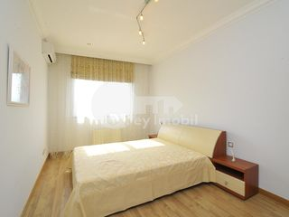 Apartament cu 2 camere, str. București, Centru, 1400 € !