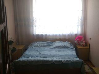 Продам 3-х комнатную квартиру в центре города Хынчешть