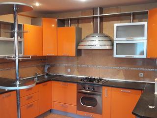 Chirie! Apartament în 2 nivele, Botanica, str. Pictor Mihai Grecu, 5 odăi, 220 m2, Euroreparație!