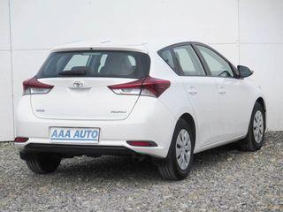 Toyota Auris- 2