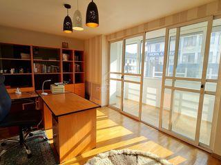 Se dă în chirie apartament cu 4 camere, str. M.Bănulescu Bodoni!