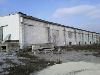 Ферма, склад, завод, овоще или картофеле хранилище, дача, поместье.