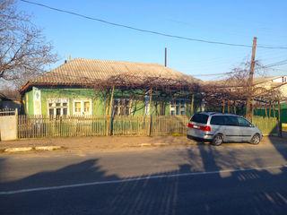 Продается дом в отличном расположении для бизнеса в центр с.Пырлица на трассе Кишинев-Бельцы-Унгены