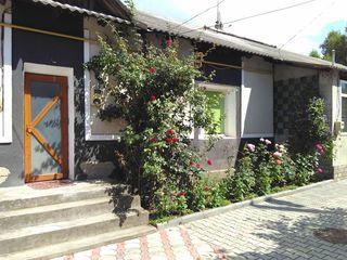 Дрокия квартира на земле, центр. СахЗавод. Хорошее состояние, теплая, автономка, красивый двор.