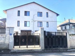 Casă 3 dormitoare + garaj, 150 m.p. 460euro / m.p.