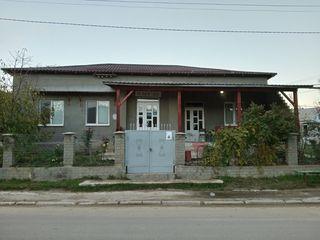 Se vinde casa de locuit
