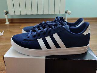 Продам новые кроссовки Adidas классические 44-44,5 размер,стелька 28,5 см оригинал