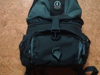 продам отличный рюкзак для фотоаппарата всего за 350 лей, в отличном состоянии