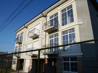 Ialoveni - Centru , casa la 3 familii ,223 m2  - 34000 Euro