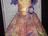 Нарядные платья для девочек и фраки для мальчиков