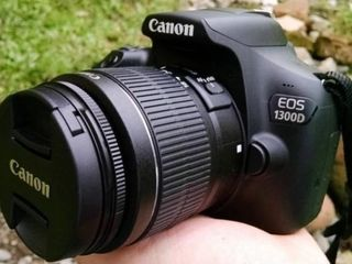 Canon 1300D.