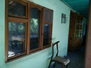 vand casa in loc bun in satul Cojusna