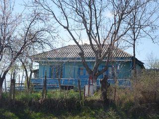 Se vinde casa batrânească