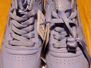 Оригинальные кроссовки 38 размер
