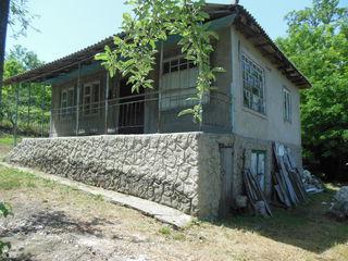 Внимание дом в Яловенах  на  учаске  9  соток не дорого