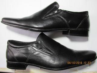 Vând pantofi pentru bărbat mărimea 44 la preț de 700 lei.