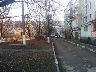 Продаю или меняю с доплатой на жилье в Кишиневе 2-х комнатную квартиру с пристройкой и подвалом!