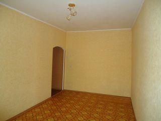 Продаётся 2-х комнатная квартира в центре !!!