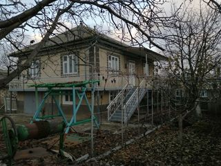Casa, 200m2,15 ari de pamint, prima linie, gata de trai - 42000€