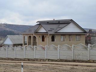 Se vinde casă in s. Lapușna, Hîncesti, 200m^2, mobilată, teren de 30 ari.