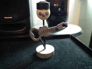 продам сувенир ссср- клоун-гитарист с открывалкой-талисман коллекционера.