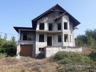 Casa nefinalizata Truseni vizavi de Nord Vest,