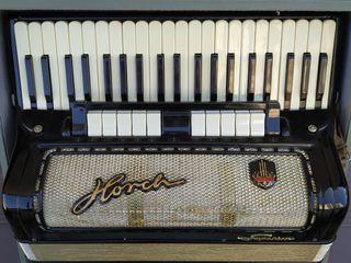 Vind acordeon hors superior 120 basi in stare foarte buna skimb, vocile suna frt. bine, foiul nu da