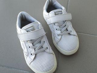 Кожаные кроссовки + новые чешки в подарок