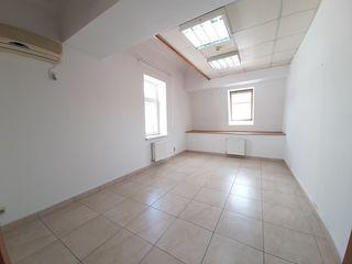 Chirie, spațiu pentru oficii, sec. centru, Str. Gavriil Bănulescu Bodoni, 20 m.p. Prima Linie!!!