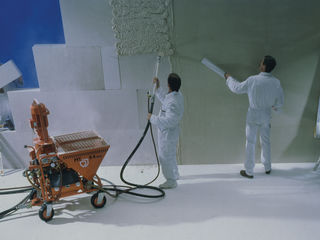 220 v/380 v executam tencuieli mecanizate pe baza de ipsos (knauf mp75) si var - ciment (baumit).