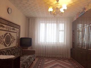 Чёрэску, ул. Молдова, 102 серия, длинная лоджия из зала/Ciorescu centru, str. Moldova, seria 102