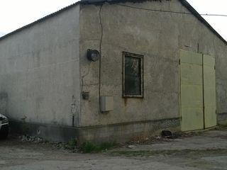 Depozit 380 m. p. teren 11 ari asfaltat 39900 euro chirie 250 euro lunar, schimb pe apartament...