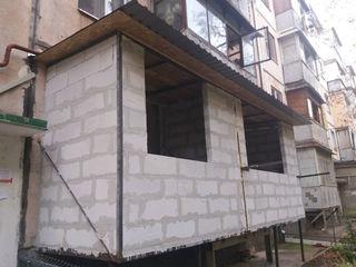 Alungirea, demolarea balconului. Renovarea și extinderea balcoanelor și loggii. Zidire din gazobloc.