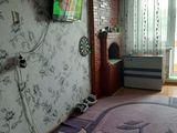 Skimb apartament cu o camera in satul peresecina  in centru satului