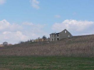 8.ha.de pamint arabil. Este casa, fintina. 3000 lei .hectaru arenda.