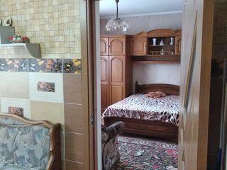 Proprietar. не агенство в центре сдаётся  2 х комнатная квартира с помесячной оплатой на долгий срок